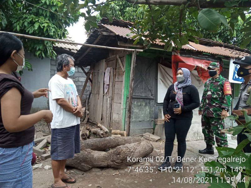 Serma Mulyono bersama Satgas Covid melaksanakan tracing di wilayah binaannya. (Foto: dokumentasi Koramil Tegalrejo.