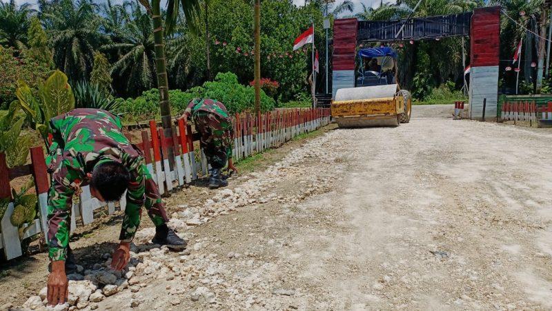 Prajurit Satgas Yonif 403/WP perbaiki jalan di wilayah perbatasan.  (Foto: PeneranganYon 403/WP)