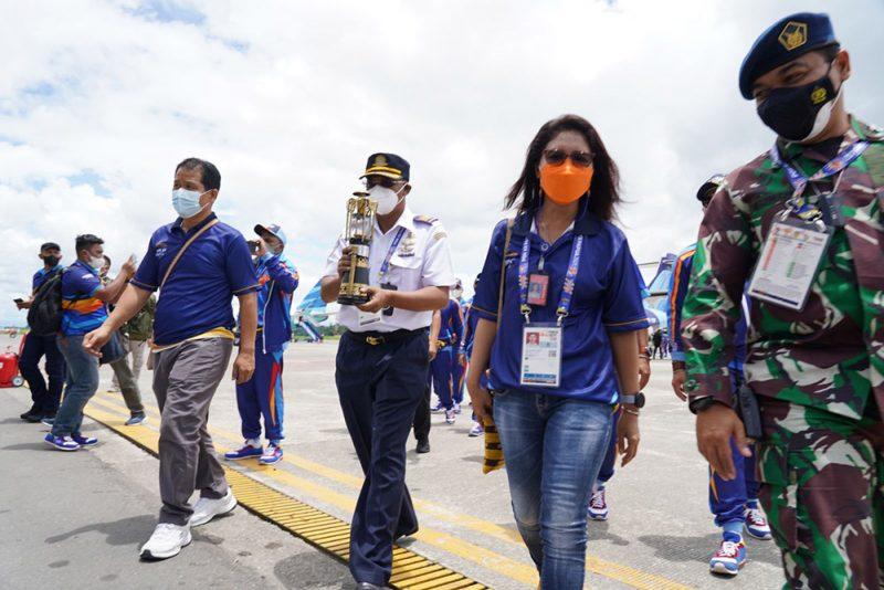 Api PON yang dibawa menggunakan maskapai penerbangan Trigana Air mendarat di Bandara Udara Mozes Kilangin Timika sekira pukul 11.00 WIT. (Foto: MC Kominfo)