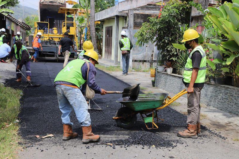 Pembangunan jalan perdesaan dengan menggunakan APBD Tahun 2021 menelan anggaran Rp198.000.000. (Foto: Humas Bantul)