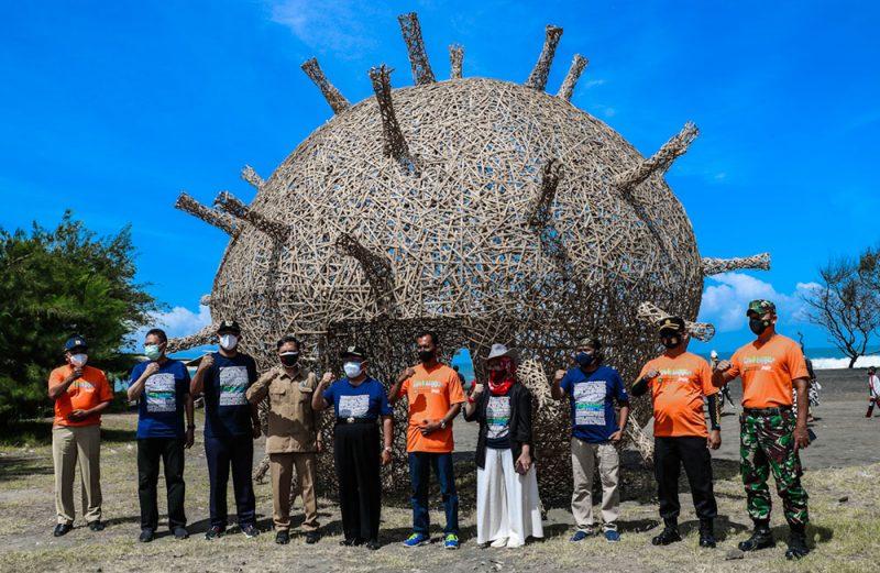 Salah satu karya instalasi bola Corona dari bambu dengan nama