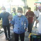 Asisten Perekonomian dan Pembangunan Setda Kabupaten Magelang, Iwan Sutiarso dan manajemen PT TWC saat ujicoba penggunaan Aplikasi PeduliLindungi di Candi Borobudur. (Foto: Humas/beritamagelang)