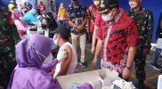 Bupati Semarang Ngesti Nugraha meninjau pelaksanaan vaksinasi di PT Perindustrian Bapak Djenggot, Bergas. (Foto: Diskominfo Kab Semarang)