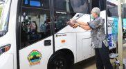 Ganjar Pranowo meluncurkan bus vaksin milik Dinkes Jateng di Desa Karangrejo, Kecamatan Borobudur, Magelang. (Foto: Humas Jateng)