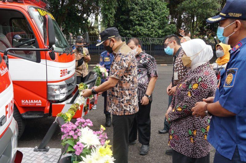 Bupati Agus Bastian meresmikan armada baru bagi Damkar Purworejo. (Foto: Diskominfo Purworejo)