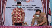 KPU Provinsi Jawa Tengah melakukan penandatangan perjanjian kerjasama Pilot Project Desa Peduli Pemilu dan Pemilihan dengan Kepala Desa Tlogolele. (Foto: Diskominfo Kabupaten Boyolali)