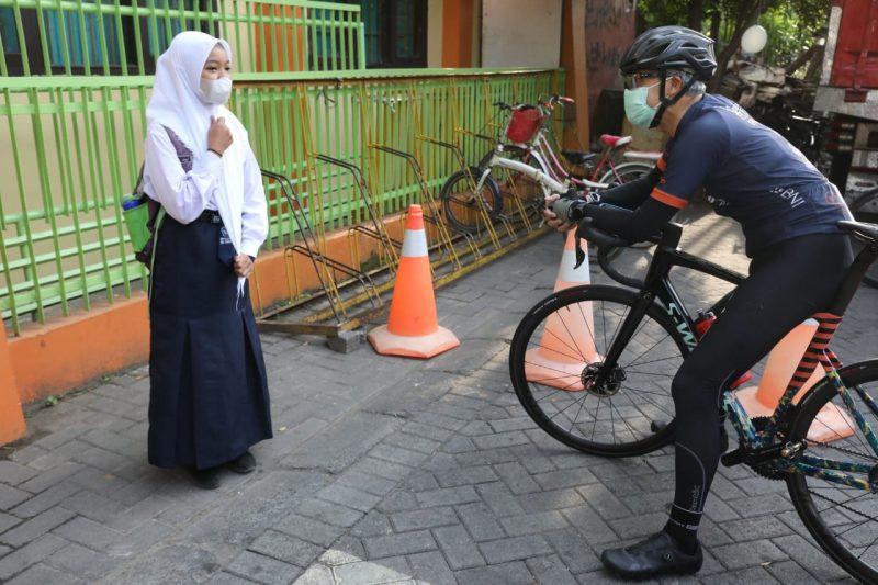 Annisa sempat terkejut saat mengetahui orang yang menanyainya adalah Gubernur Ganjar. (Foto: Humas Jateng)