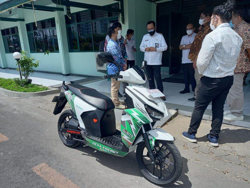 Wakil Walikota Yogyakarta, Heroe Poerwadi pun menyambut baik dan mendukung penuh pengembangan kendaraan bermotor listrik berbasis baterai, Gesits. (Foto: Humas Pemkot Yogya)