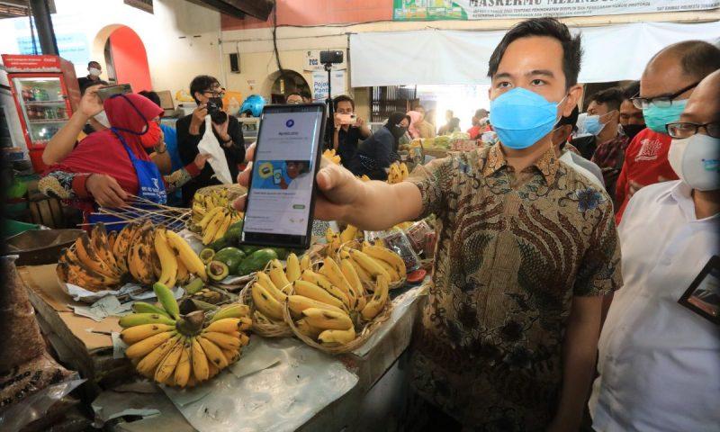 Walikota Surakarta Gibran Rakabuming Raka melaunching sistem pembayaran cashless payment ADIPATI QRIS dan pojok informasi