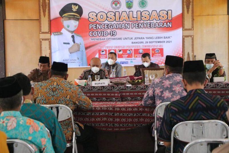Bupati Jepara Dian Kristiandi, pada sosialisasi pencegahan penyebaran Covid-19 di Kecamatan Bangsri. (Foto: Diskominfo Jepara)