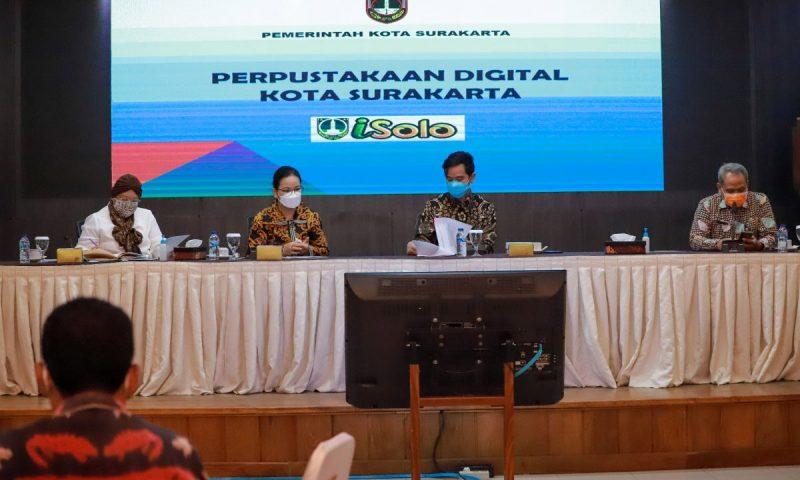 Wali Kota Surakarta Gibran Rakabuming saat menerima Kunjungan Kerja Komisi X DPR RI yang membidangi pendidikan, olahraga, ekonomi kreatif, pariwisata dan sejarah. (Foto: Humas Pemkot Surakarta)
