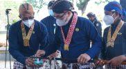 Salah satu pusaka yang dibersihkan adalah Pusaka Hangya Murni yang berwujudkan tombak. (Foto: Humas Bantul)