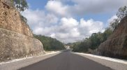 Salah satu ruas jalan baru JJLS (Jalur Jalan Lintas Selatan) yang dibangun di wilayah Girisubo Gunungkidul. (Foto: Agoes Jumianto)
