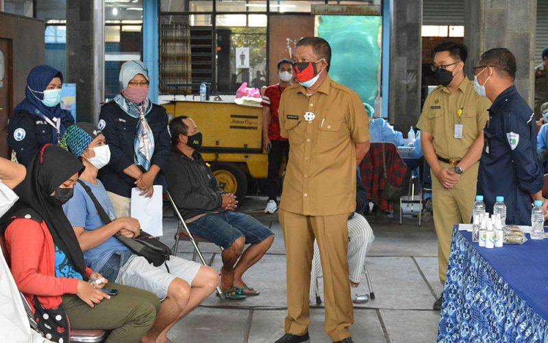 Walikota Yogyakarta, Haryadi Suyuti mengatakan bahwa Pemkot telah membuka 4 sentra vaksinasi, yakni di PDAM Tirtamarta, XT Square, SMAN 7, dan BPD DIY demi menekan kasus Covid-19. (Foto: Humas Pemkot Yogyakarta)