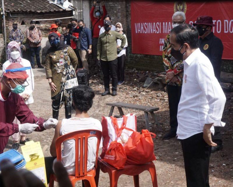 Joko Widodo mbrebes mili menangis haru karena keinginannya bertemu dengan presiden yang memiliki nama sama akhirnya terwujud. (Foto: Humas Klaten)