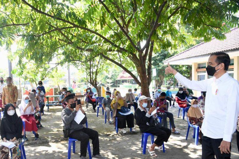 Presiden Joko Widodo dalam kunjungan kerjanya di DIY, melihat langsung pelaksanaan vaksinasi di sejumlah tempat. (Foto: Penrem 072/Pamungkas)