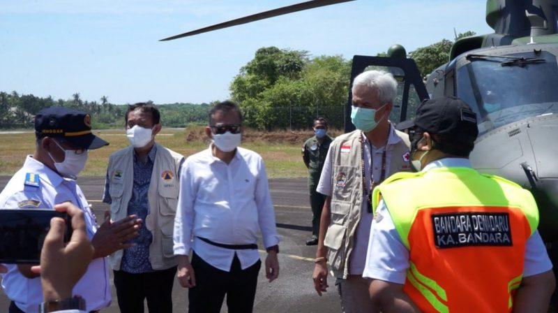 Ganjar Pranowo saat berkunjung ke Karimunjawa, Jumat (10/9/2021). Dengan pengembangan Bandara Dewandaru Ganjar berharap paket wisata segera dibuka.(Foto: Diskominfo Jateng)