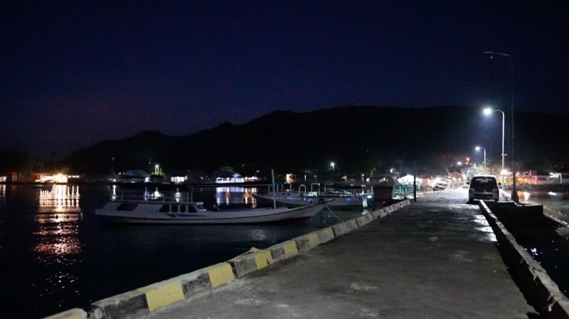 Sejak 2015 Karimunjawa menjadi terang 24 jam setelah listrik memenuhi kebutuhan pulau yang masuk wilayah Jawa Tengah ini. (Foto: Diskominfo Jateng)