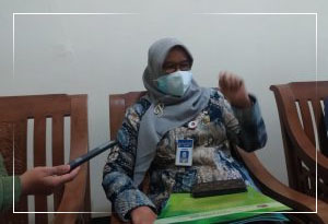 Kepala Dinas Kesehatan, Purwanti SKM, M.Kes. (Foto: Humas Karanganyar)