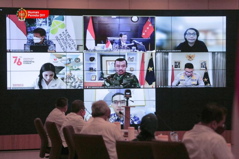 Rakor virtual terkait perkembangan kasus Covid-19 yang diikuti Gubernur DIY Sri Sultan dan jajaran terkait bersama Menko Marves Luhut Binsar Pandjaitan. (Foto: Humas Pemda DIY)