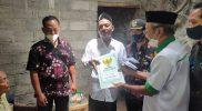 Baznas Klaten memberikan bantuan sosial Rp8 juta kepada janda Mbah Rubiyem. (Foto: Diskominfo Klaten)