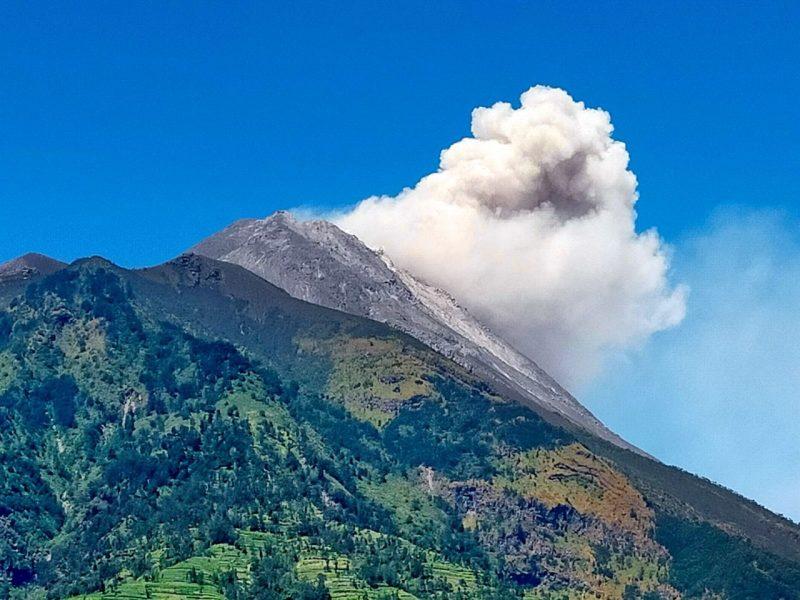Penampakan awan panas guguran Gunung Merapi tanggal 1 September 2021 pukul 10.13 WIB. (Foto: BPPTKG)