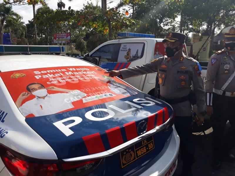 Kapolres Magelang AKBP M Sajarod Zakun memeriksa kebdaraan saat apel Gelar pasukan Operasi Patuh Candi 2021. (Foto: Humas/beritamagelang)