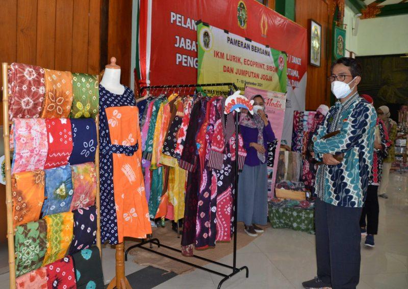 Pameran bersama para pelaku IKM lurik, ecoprint, sibori dan jumputan di Kota Yogyakarta. (Foto: Humas Pemkot Yogya)