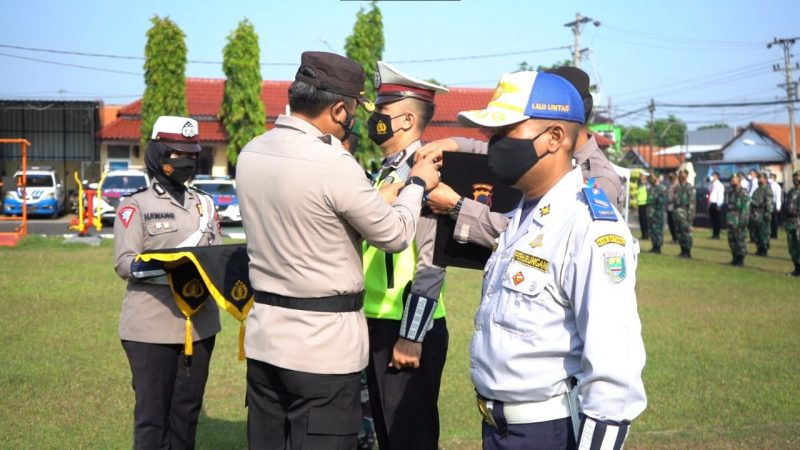 Apel Gelar Pasukan Operasi Patuh Candi di halaman Mapolres Batang. (Foto: Diskominfo Batang)