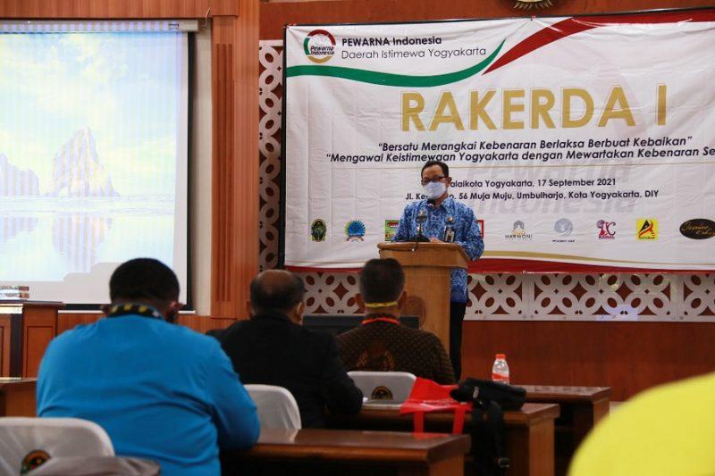 Wakil Walikota Yogyakarta, Heroe Poerwadi saat membuka Rakerda Pewarna Indonesia Pengda DIY. (Foto: Humas Pemkot Yogya)