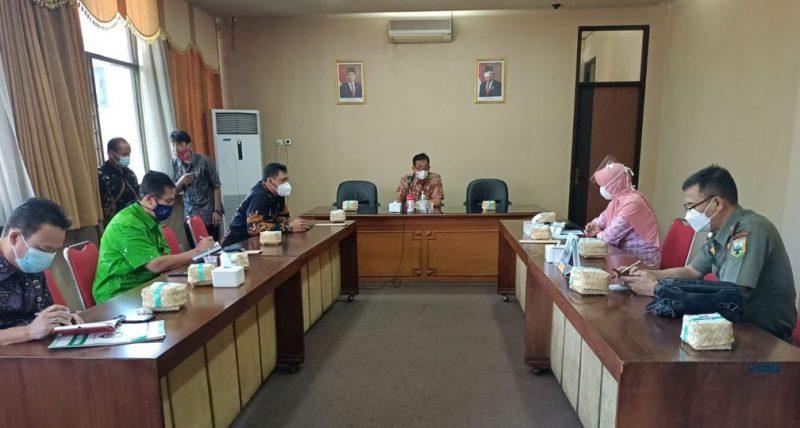 Kepala Dinas Kesehatan Kabupaten Semarang Ani Raharjo saat menghadiri Rakor Penyiapan Sentra Vaksinasi. (Foto: Diskominfo Kab Semarang)