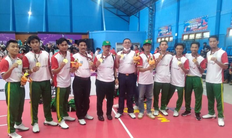 Tim sepak takraw Jawa Timur usai meraih medali emas pertamanya di PON XX Papua. (Foto: MC Diskominfo Prov Jatim)