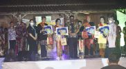 Pemberian penghargaan kepada para juara pemilihan duta wisata Kabupaten Kendal Sinang dan Sinok 2021. (Foto: Diskominfo Kendal)
