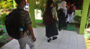 Sejumlah siswa SMAN 6 Semarang mulai ikuti pembelajaran tatap muka. Pihak sekolah tidak mewajibkan anak didiknya untuk membeli seragam baru. (Foto: Diskominfo Jateng)