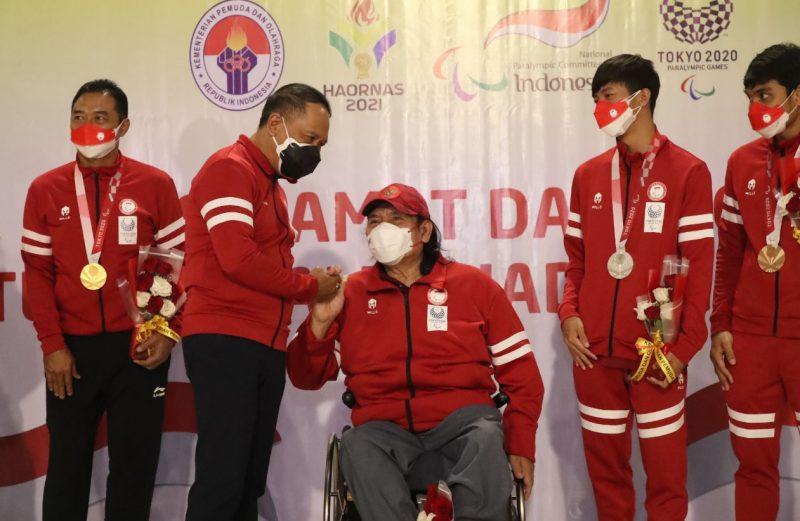 Kepulangan atlet paragames yang dijemput langsung Menpora Amali ini mendapat sorotan dari masyarakat terutama warganet di media sosial. (Foto:putra/kemenpora.go.id)