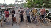 Jembatan Bantar, melalui aktivitas yang digerakkan Towil Fiets menjadi salah satu objek wisata sejarah yang menarik bagi wisatawan manca Negara. (Foto: Dokumentasi Towil Fiets)