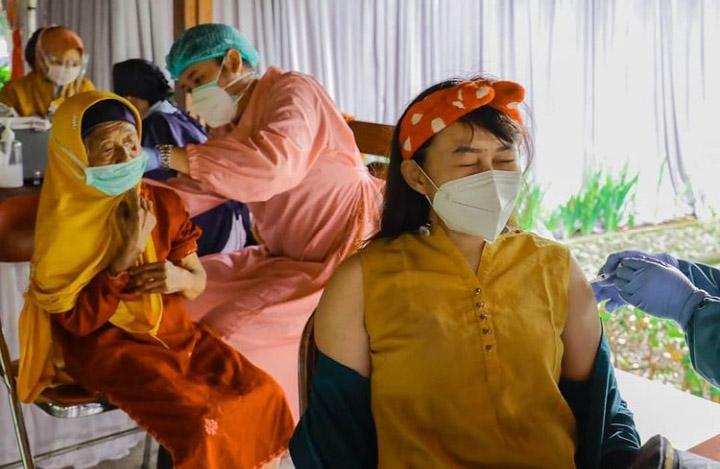Selain sebagai tuan rumah salah satu titik vaksinasi, PT TWC bersinergi dengan aparatus desa di Borobudur untuk melakukan pendataan warga yang akan melakukan vaksinasi. (Foto: Instagram @media_twc)