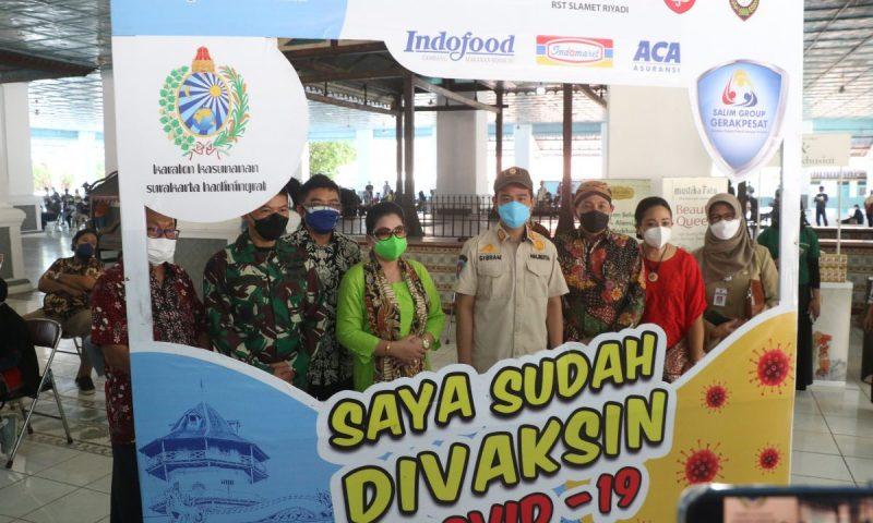 ibran Rakabuming Raka saat meninjau serbuan vaksinasi di Keraton Surakarta. (Foto: Humas Pemkot Surakarta)