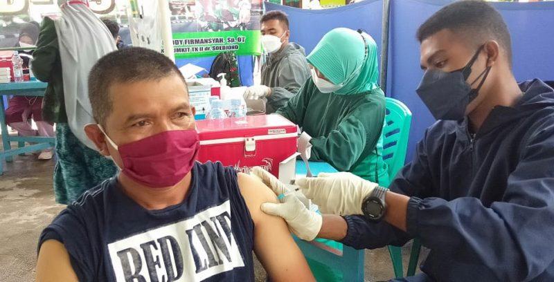 Lebih dari 1.000 orang mengikuti vaksinasi Covid-19 yang digelar Pemerintah Desa setempat bersama Kodim 0705 Magelang diminati warga Sewukan Kecamatan Dukun Kabupaten Magelang. (Foto: Humas/beritamagelang)
