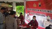 Kakorlantas Polri Irjen Pol Istiono saat meninjau gerai vaksinasi keliling dan penyekatan PPKM Darurat di Kecamatan Salam Kabupaten Magelang. (Foto: Humas/beritamagelang)