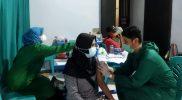 Vaksinasi bagi warga Srumbung oleh Kodim 0705 Magelang. (Foto: Humas/beritamagelang)