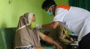 Upaya jemput bola dari desa ke desa oleh tim vaksinator dari Puskesmas di Temanggung dinilai efektif percepat vaksinasi. (Foto: Diskominfo Temanggung)