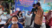 Heroe Poerwadi saat meninjau kegiatan vaksinasi massal Kelurahan Kricak Sabtu (25/9/2021) di SDN Tegalrejo III, Kelurahan Kricak, Kemantren Tegalrejo, Yogyakarta. (Foto: Humas Pemkot Yogya)