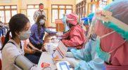 Wakil WalikotaSurakarta, Teguh Prakosa saat meninjau vaksinasi mobile di Kecamatan Serengan. (Foto: Humas Pemkot Surakarta)