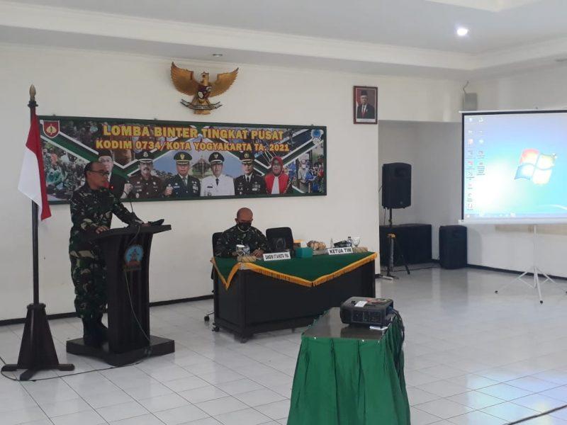 Ketua Tim Penilai dari Pusterad menyampaikan sambutan Danpusterad dalam Lomba Binter Tingkat Pusat.  (Foto: Zainuri Arifin)