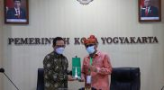 Wakil Walikota Yogyakarta Heroe Poerwadi saat menerima kunjungan Walikota Padang Hendri Septa. (Foto: Humas Pemkot Yogya)