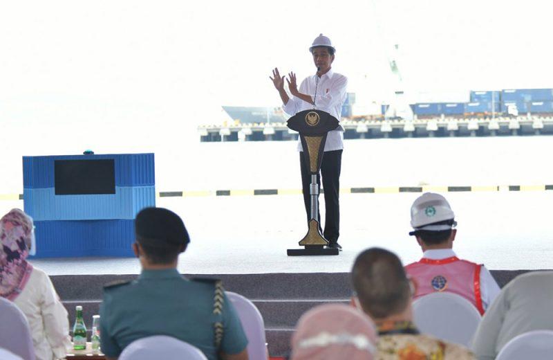 Presiden Joko Widodo saat meresmikan Penggabungan Pelindo dan Terminal Multipurpose Wae Kelambu Pelabuhan Labuan Bajo, di Kabupaten Manggarai Barat, Nusa Tenggara Timur (NTT), Kamis (14/10/2021). (Foto: BPMI)