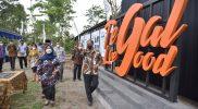 Bupati Sleman, Kustini Sri Purnomo meresmikan lima bangunan seni instalasi di Dusun Tegal Loegood Girikerto Kapanewon Turi, Kabupaten Sleman, DI Yogyakarta, Jumat (15/10/2021). (Foto: MC Kab Sleman)