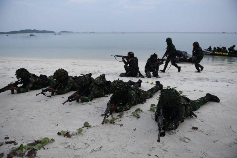 Simulasi tempur prajurit Pasmar 1 yang sedang melakukan Latihan Pendaratan Khusus. (Foto: Dispenal)