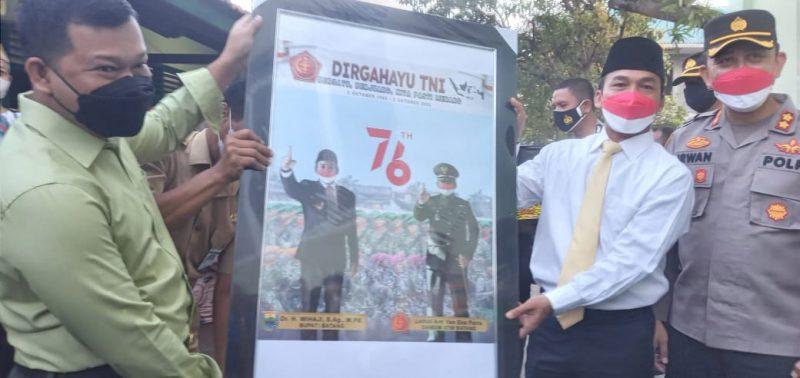 Bupati Batang, Wihaji bersama Kapolres Batang, AKBP M. Irwan Susanto dan Korps Brimob menggeruduk Makodim 0736/Batang. (Foto: MC Batang)